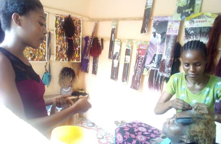 Yakro/Coiffure : Ces filles promptes à rendre belle
