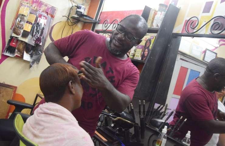 Serges Sambrin : «Pourquoi je coiffe les femmes»
