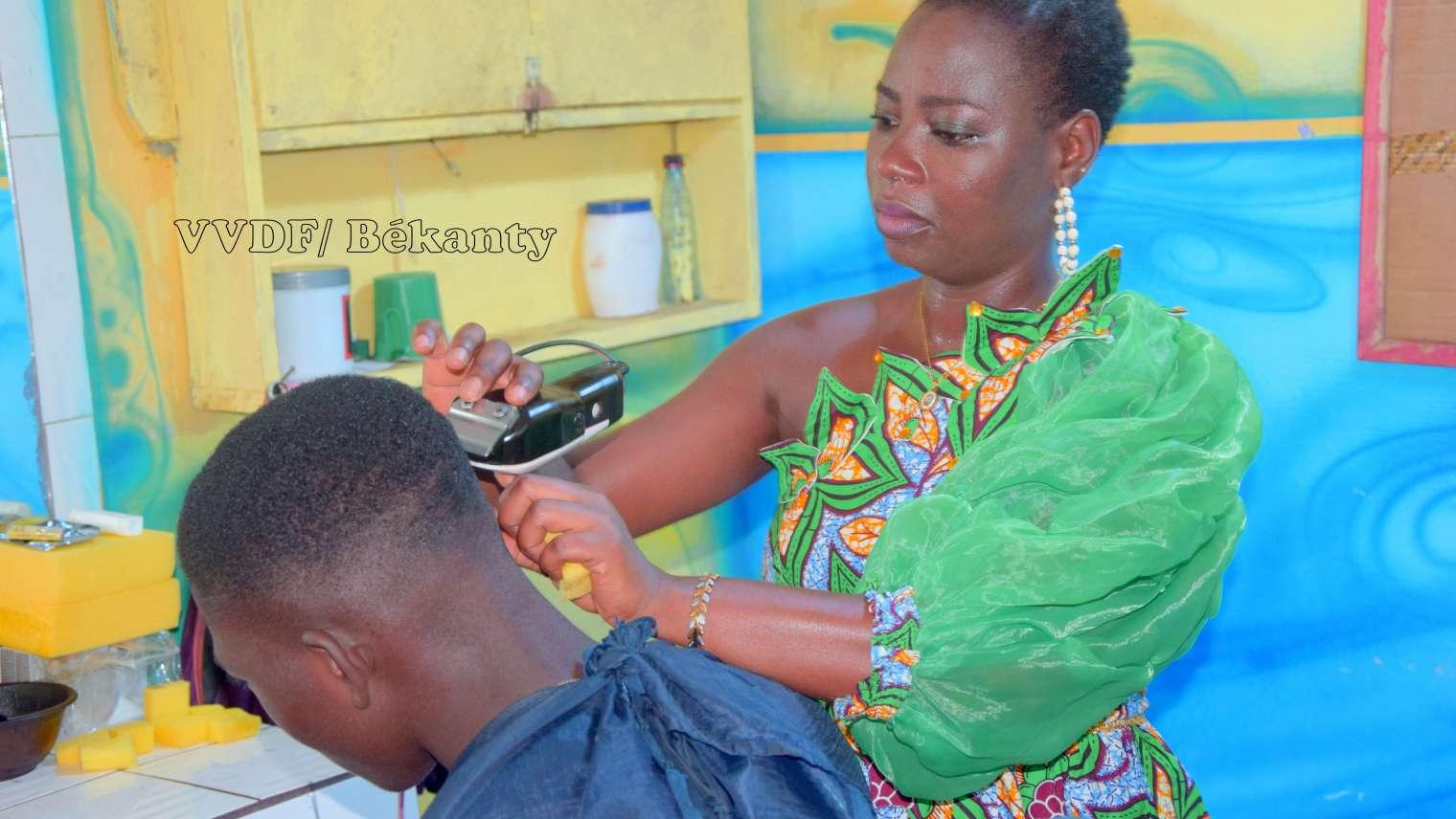 Assandé Ama Elodie, coiffeuse : « J'ai commencé sous un apatam à Abobo »