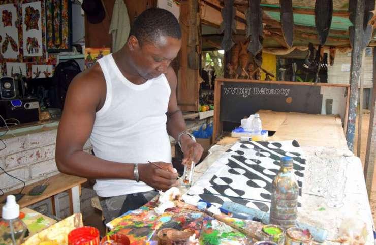 Koffi Kouassi Konan : le peintre sur verre